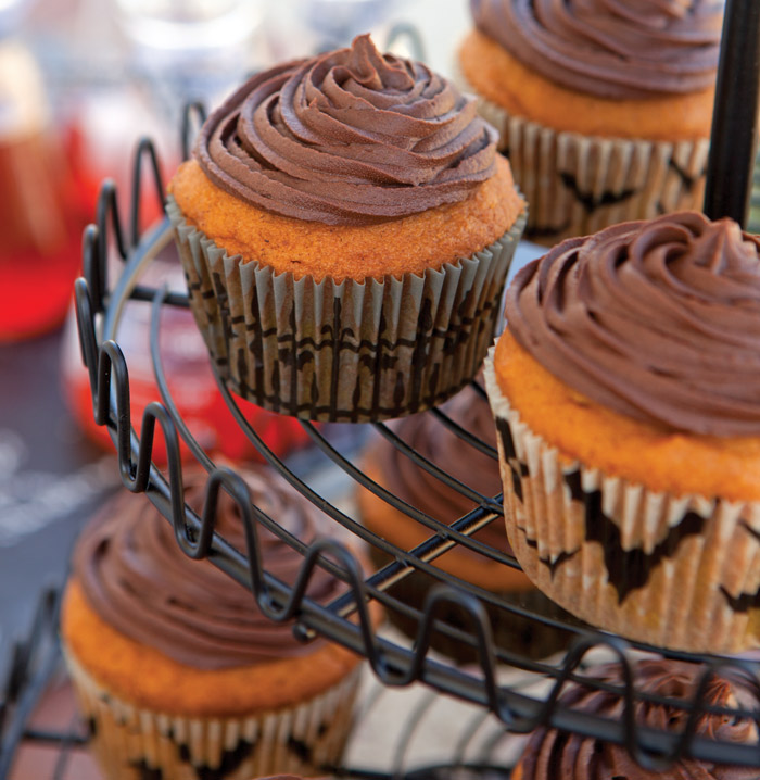 Pumpkin-Cupcakes-with-Chocolate-Frosting