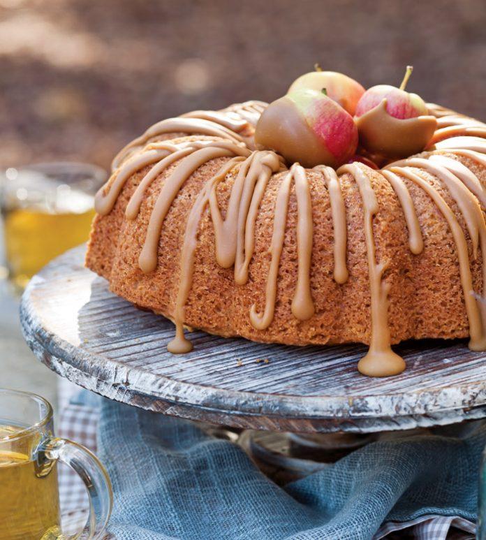 apple spice bundt cake