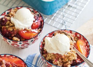 Peach-BlackberryCobblerwithGingerCrumble