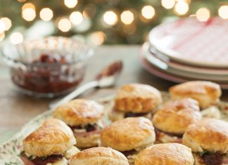 Puff Pastry Biscuits with Ham and Chutney